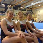 Tre fornøyde jenter etter dagens økt i Tromsø. Kjempeflotte sammenlagtresultater på alle tre. Av 16 deltakere i klasse rekrutt 12år kom Thea på 8. Line-Sofie på 2. og Vilja på 1. Nå ser vi frem til apparatfinaler i morgen!